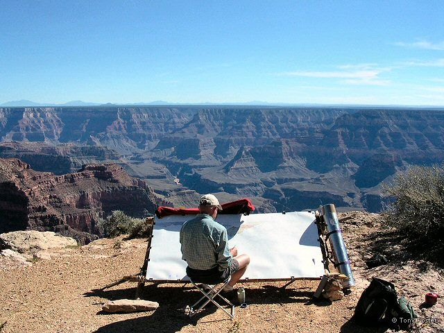 Tony Foster painting the Grand Canyon. Photograph © 2004 Annis Englen